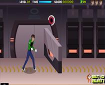 бен 10 бежит по коридору