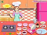 Барби готовит тортик