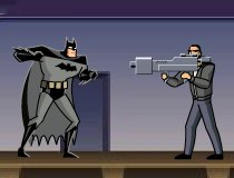 Бетмен кулаками дерется
