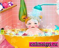 Моем малыша в ванной
